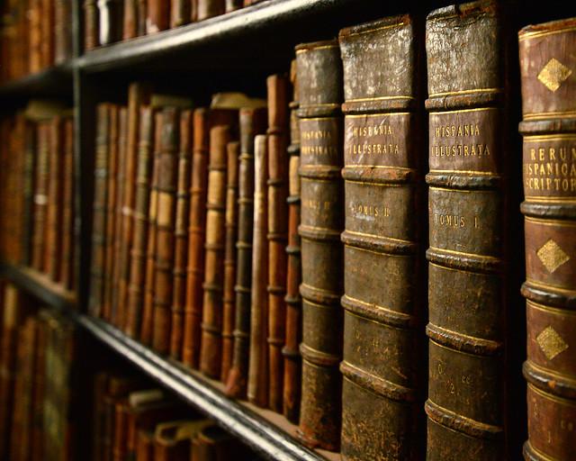 Libros antiguos en el interior de la biblioteca de Dublín