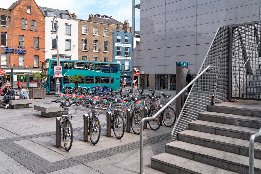 DUBLIN BIKES DOCKING STATION 10 ON DAME STREET 001
