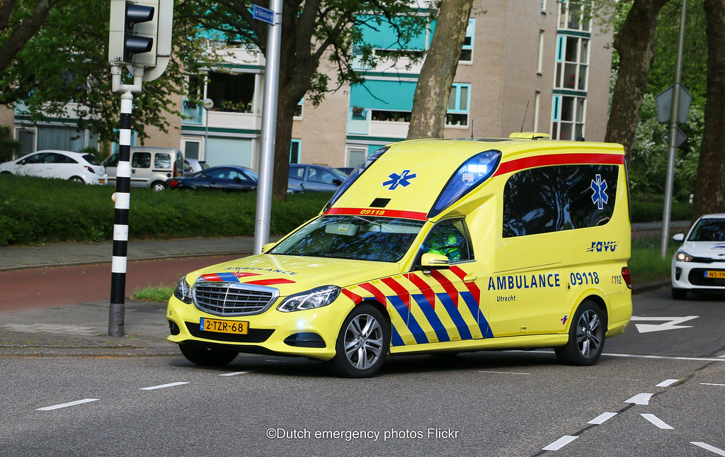 Dutch ambulance Mercedes E class | Brand: mercedes Model ...