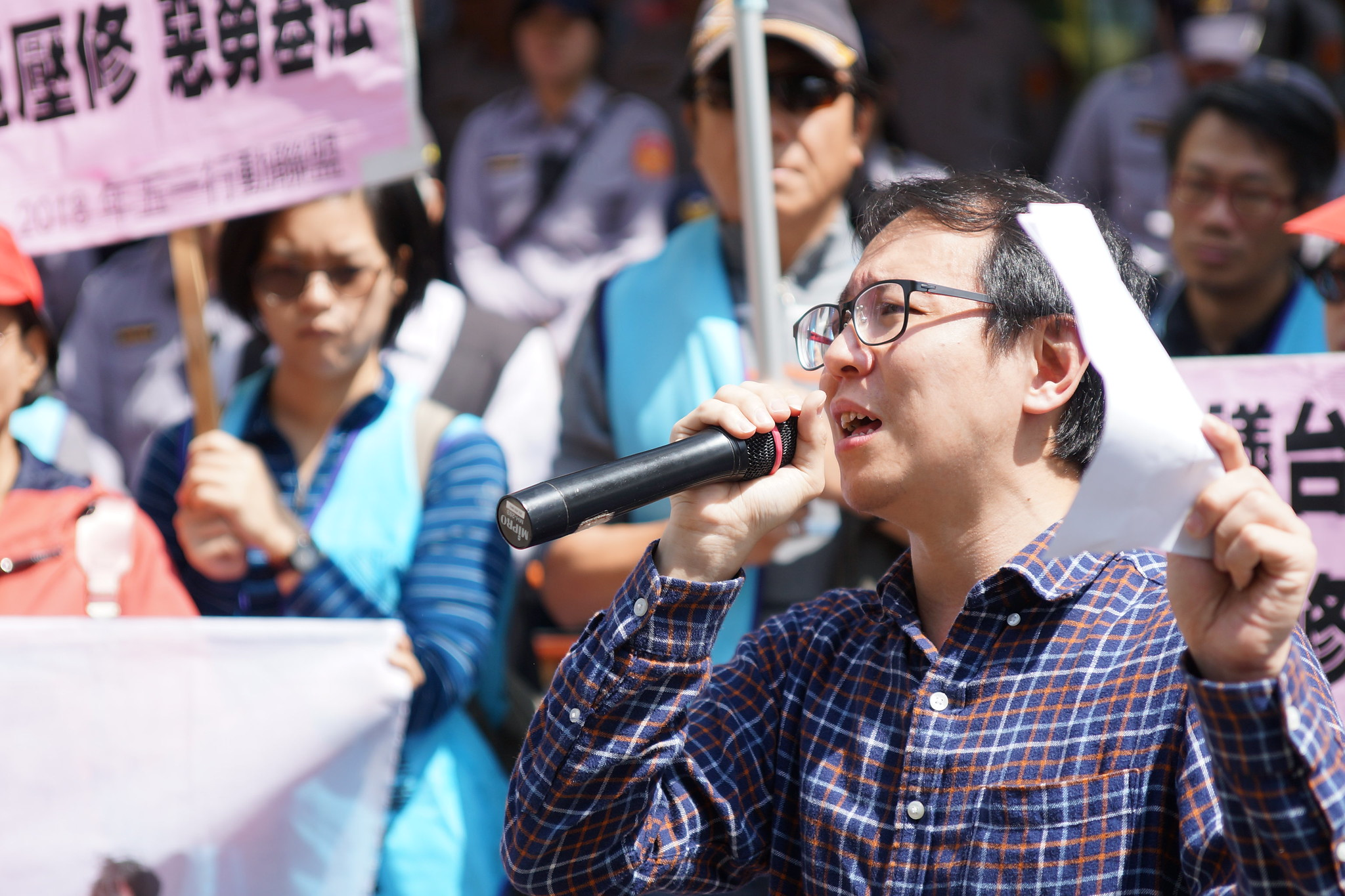 陳柏謙痛批美國商會在《勞基法》修惡過程中施壓台灣政府,「居功厥偉」。(攝影:王顥中)