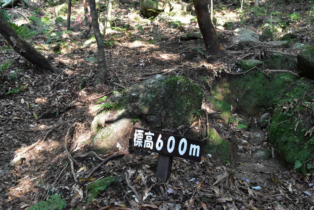 モッチョム岳・標高600m標識