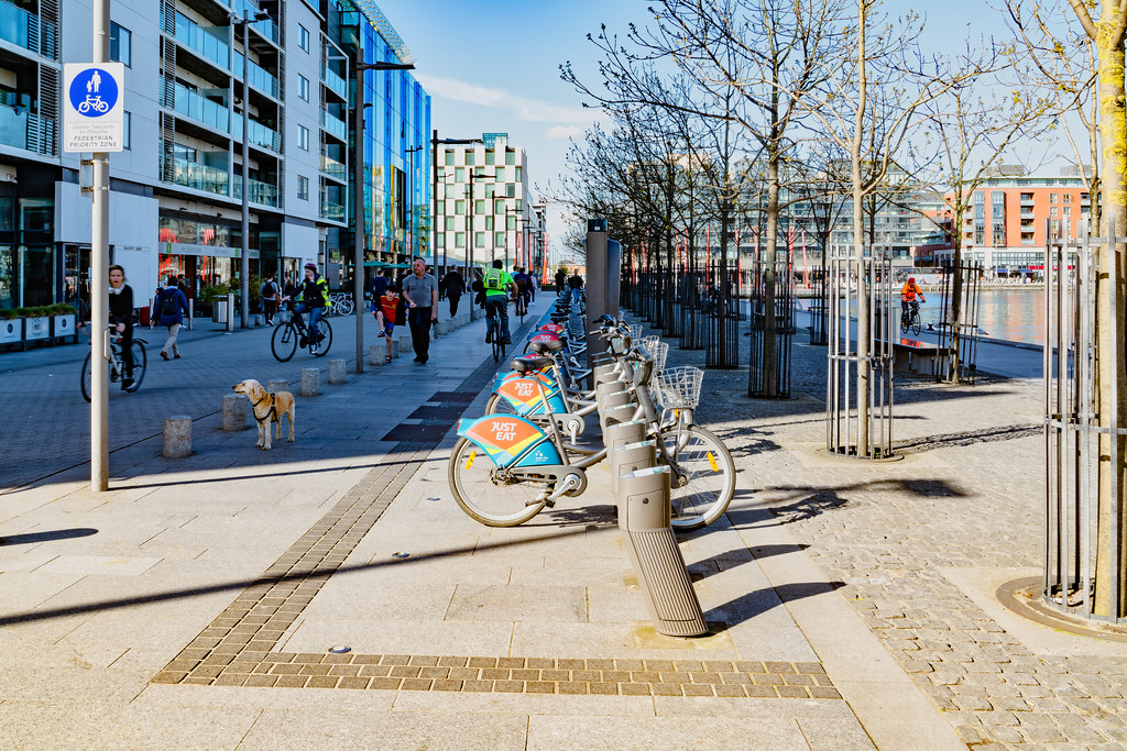 DUBLIN BIKES DOCKING STATION AT GRAND CANAL QUAY 001