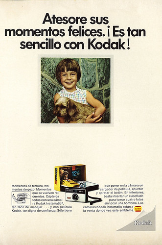 1970 Camera Ad, Kodak Instamatic 124, Young Girl with Puppy (lengua española revista) | by classic_film