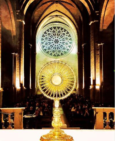 Adoración Eucarística en el Monasterio de St.Cugat del Vallès (Autor:JoanMarc Flaqué)