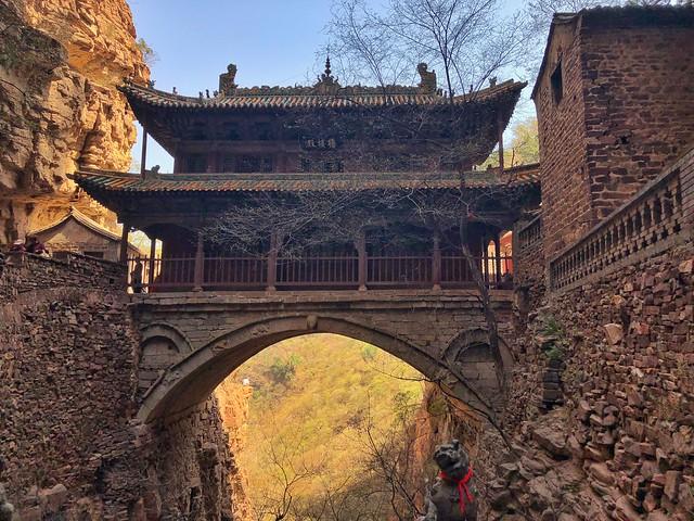 Templo-puente en el Monte Cangyan (Hebei, China)