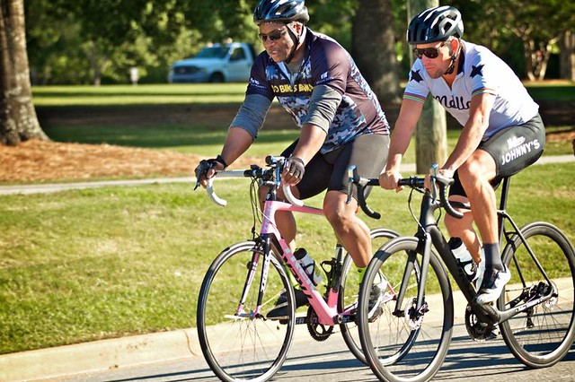 Bo Jackson and Lance Armstrong ride bikes