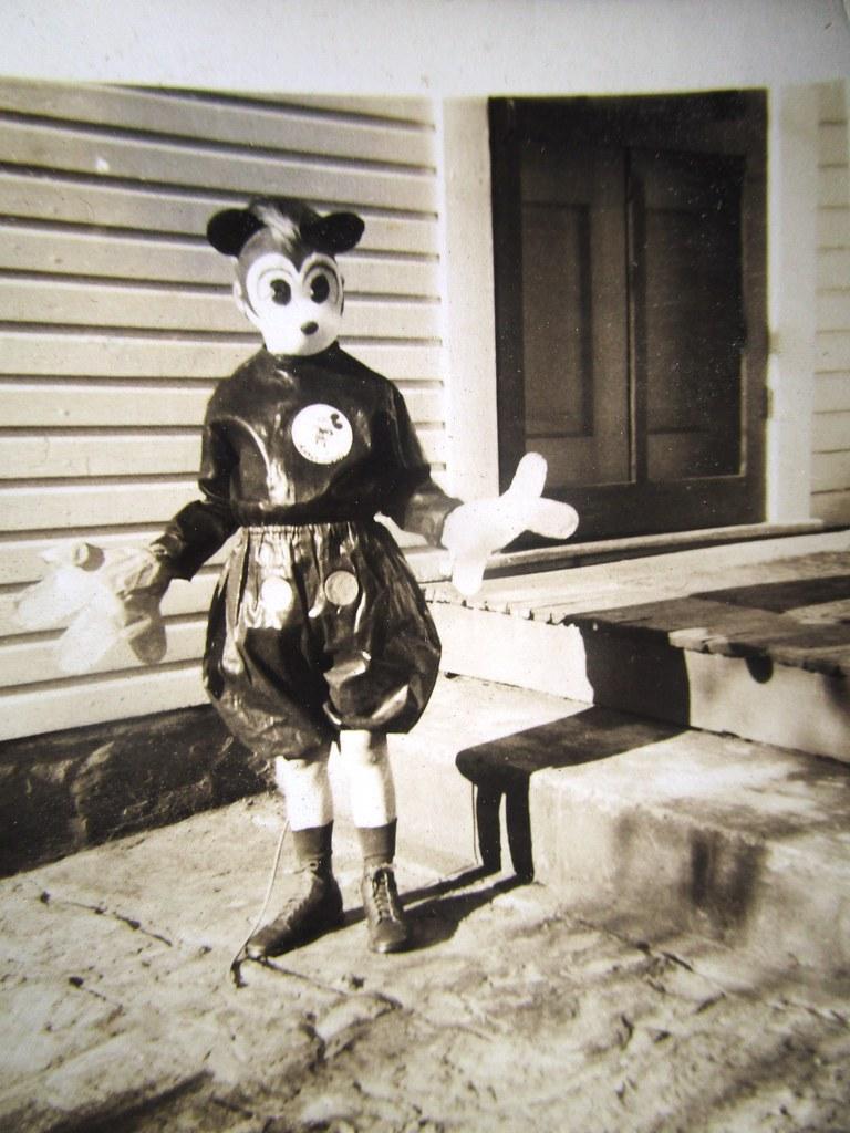 ... Mouse Kid Detail - Disney Mickey Costume 0079   by Brechtbug & Mouse Kid Detail - Disney Mickey Costume 0079   Mouse Kid Deu2026   Flickr
