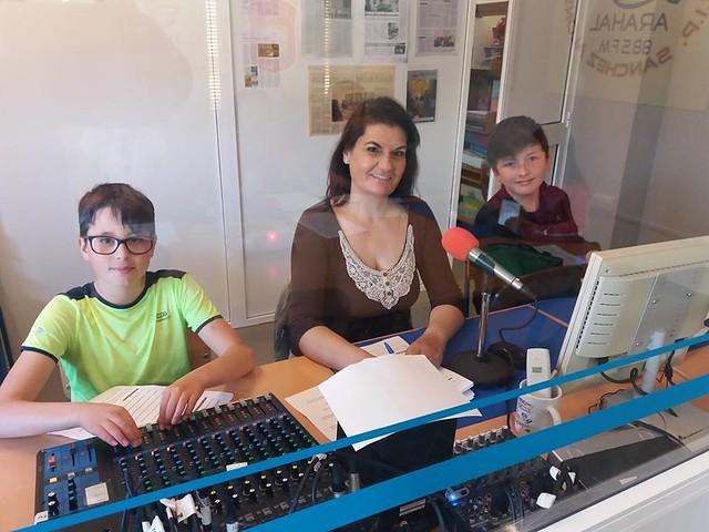 AionSur 41166846714_047b705336_z_d Radio Paz: 1.000 programas para hacer historia en educación y periodismo Educación