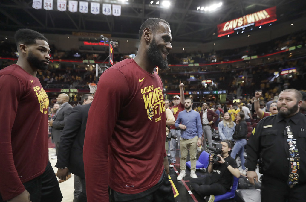 LeBron James開心離開球場。(達志影像)