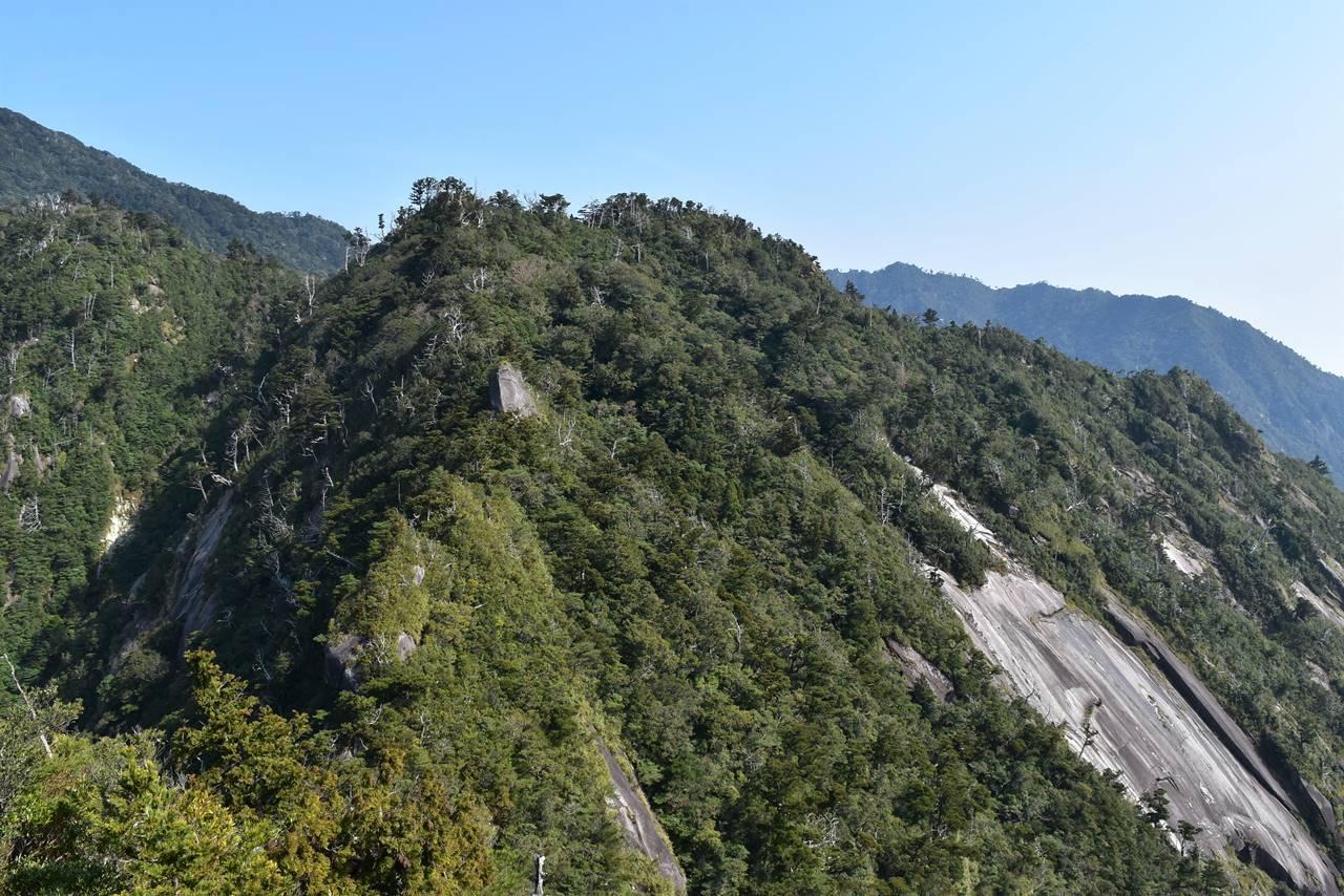 モッチョム岳山頂から眺める神山展望台