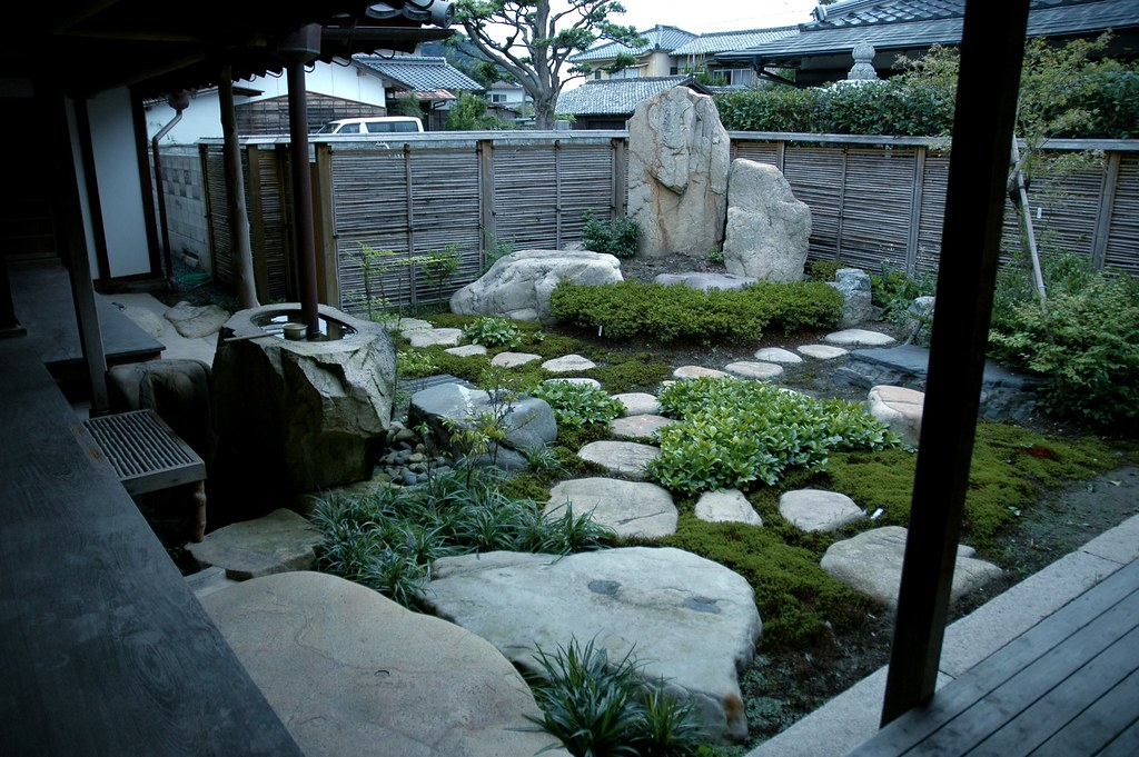 Japanese house garden yuki yaginuma flickr for Traditional japanese garden