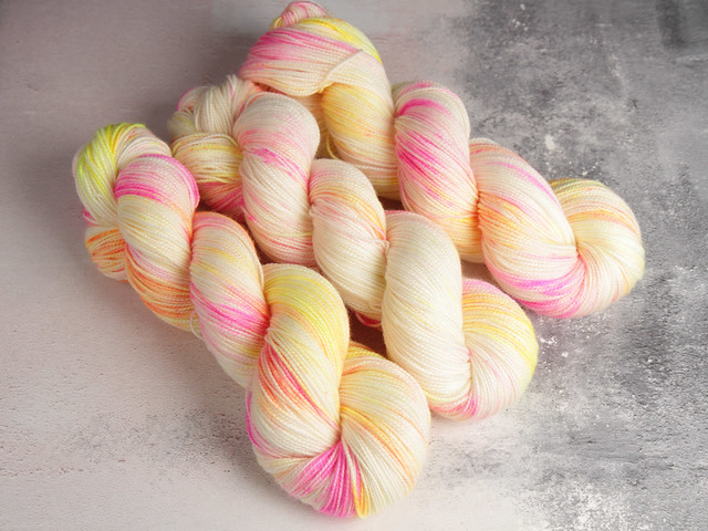 Favourite Sock – hand-dyed pure merino superwash wool 4 ply yarn 100g – 'Sunset Beach'