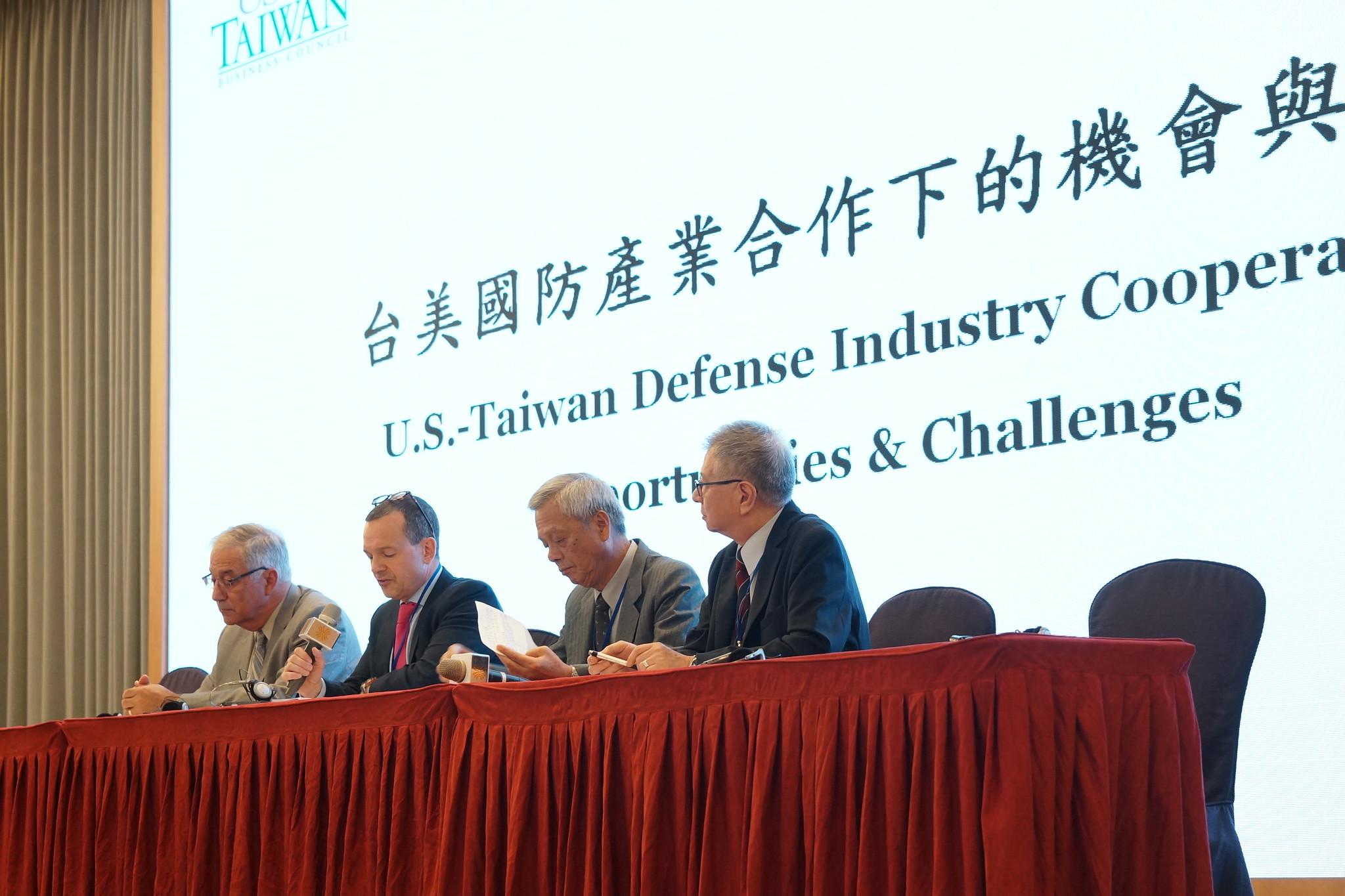 台美国防产业论坛,左二为美台商会协会会长韩儒伯。(摄影:王颢中)
