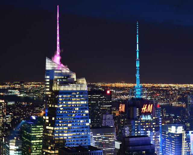 Vista de los rascacielos de Nueva York iluminados visto desde el Top of the Rock