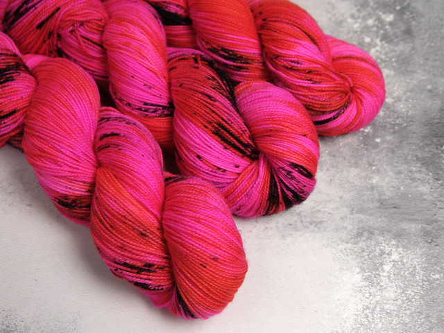 Favourite Sock – hand-dyed pure merino superwash wool 4 ply/sock yarn 100g – 'Molten Poppy'