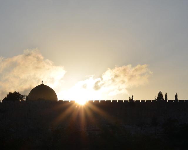 Atardecer sobre el muro de Jerusalén y la cúpula de la roca