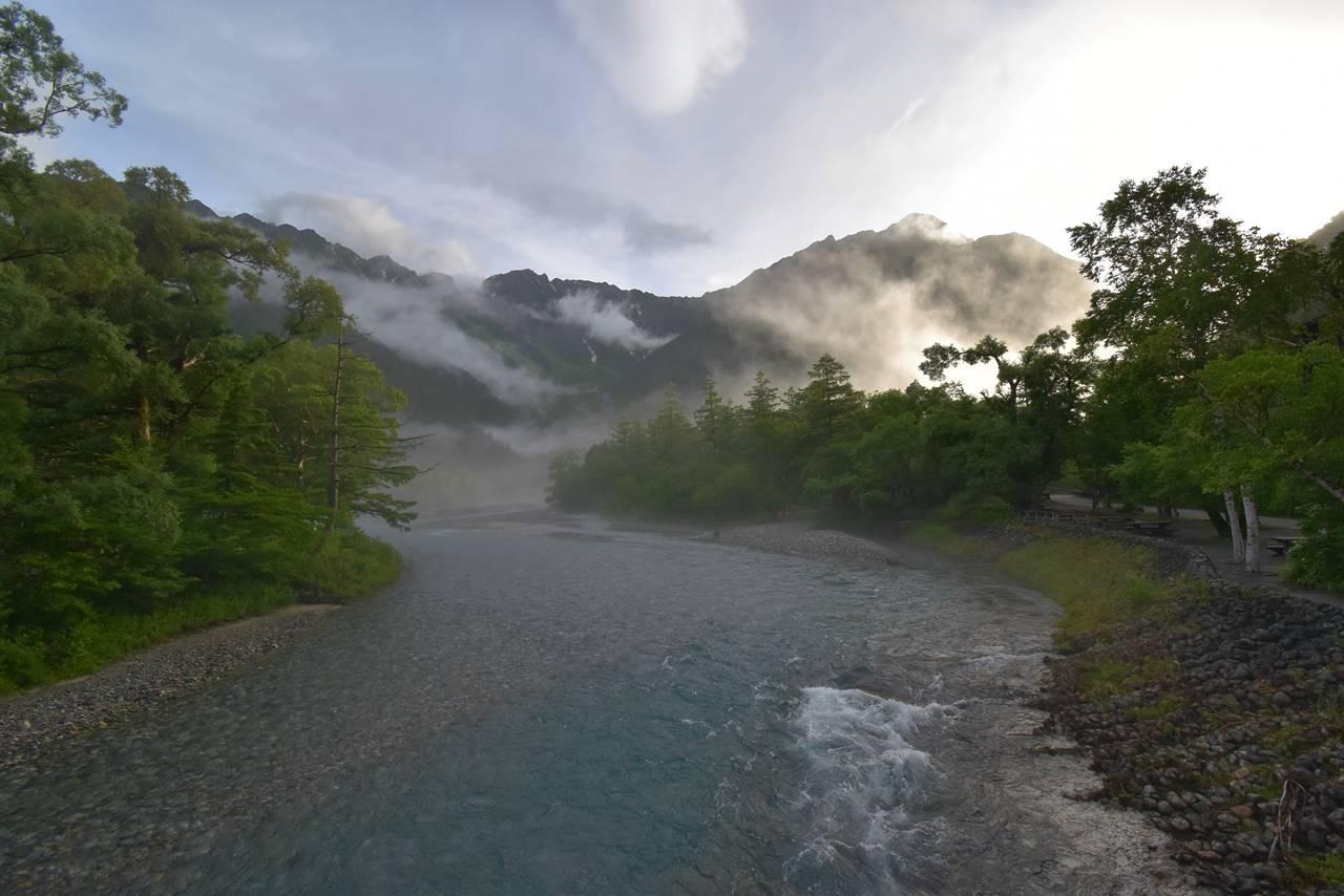 河童橋からの梓川と穂高連峰