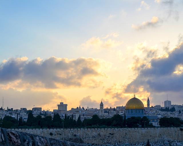 Atardecer en Jerusalén con la cúpula de la Roca como skyline