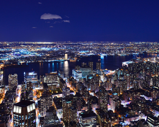 Vistas nocturnas del East River desde el Empire State