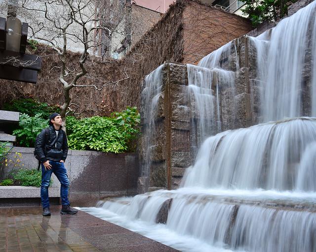 En las cascadas de Greenacre Park en el centro de Manhattan una de las cosas más originales que hacer en Nueva York