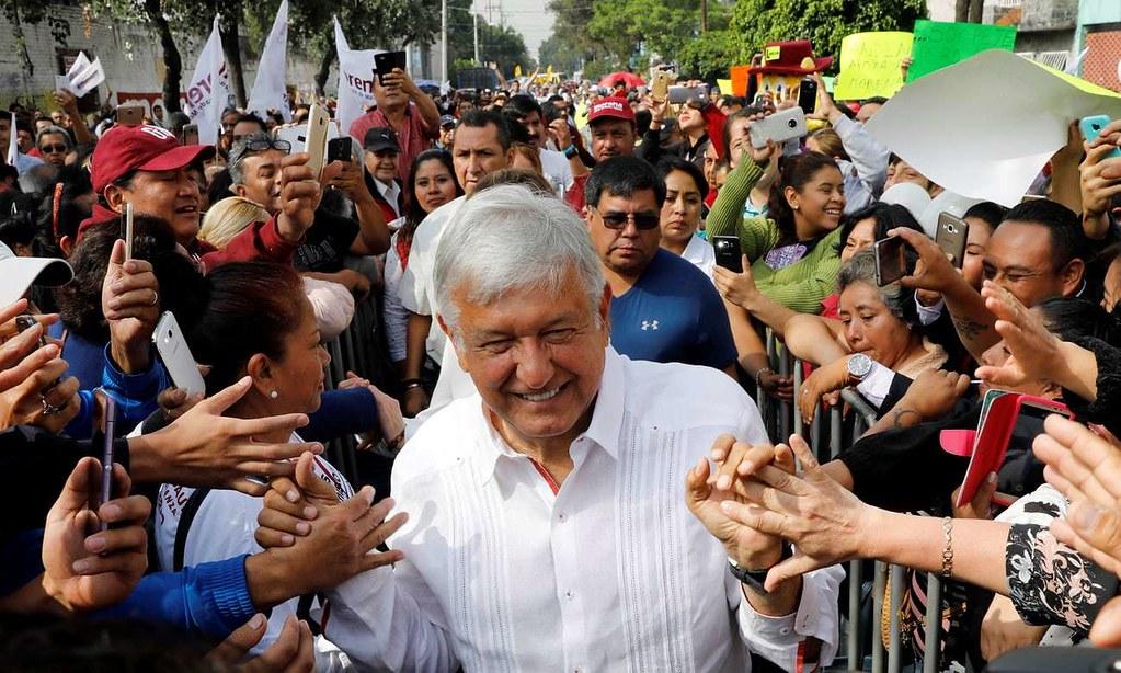 墨西哥候任总统欧布拉多受到支持者夹道欢迎。(图片来源:REUTERS/Carlos Jasso)