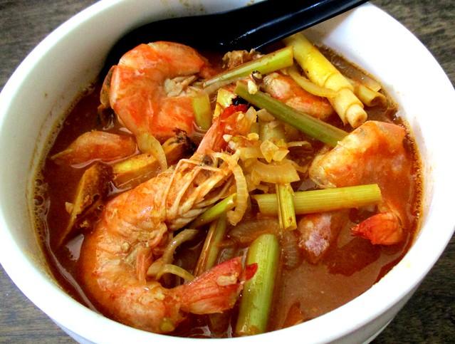 Payung Cafe tom yam prawns