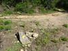 A l'embranchement du virage de la piste de Fugulina (PR5) : plus de panneaux, balise directionnelle à la place