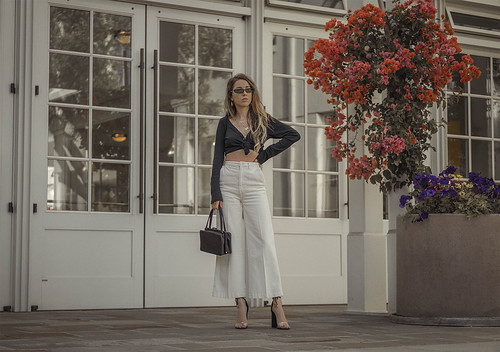 high_waisted_wide_white_jeans_clear_shoes_heels_street_style_outfit_fashion_blogger_vintage_lena_juice_the_white_ocean_03 | by Lena Juice