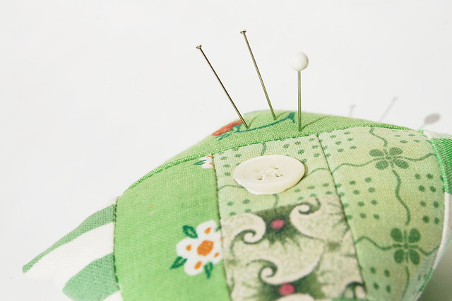 Green Log Cabin Pincushion quilted and sewn by iHanna, Sweden