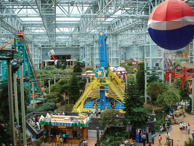 Snoopy land mall of america : Nine west aus