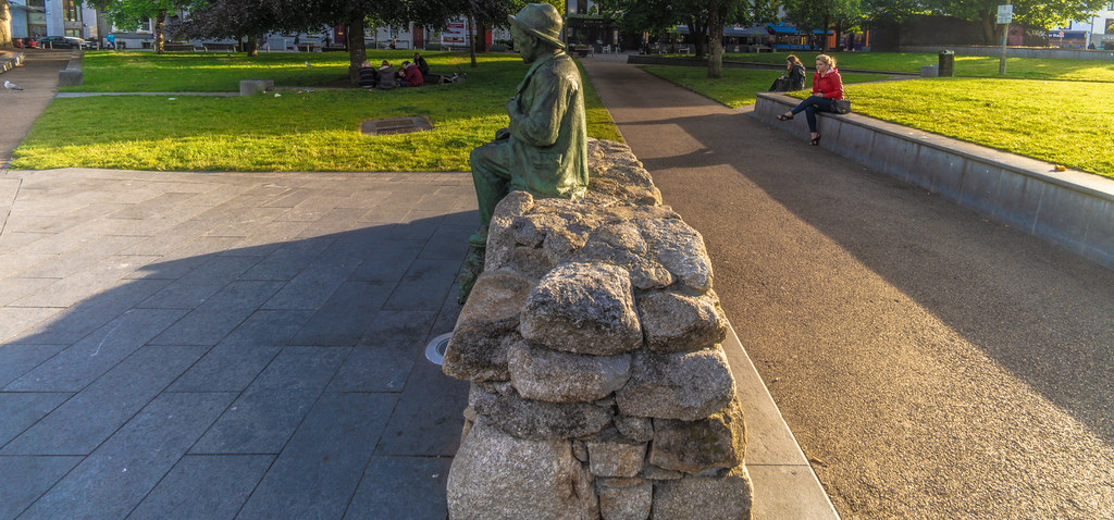 Replica Of The Pádraic Ó Conaire Statue  [Eyre Square In Galway] 005
