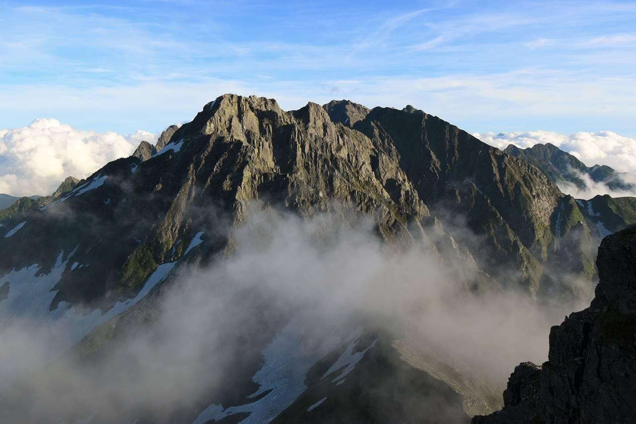 雲を纏う穂高連峰