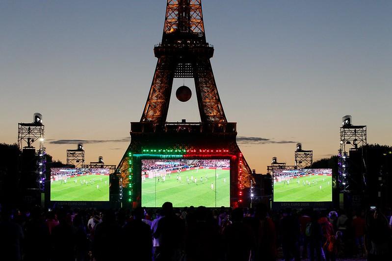 艾菲爾鐵塔將露天轉播世界盃足球賽決賽。(AFP授權)