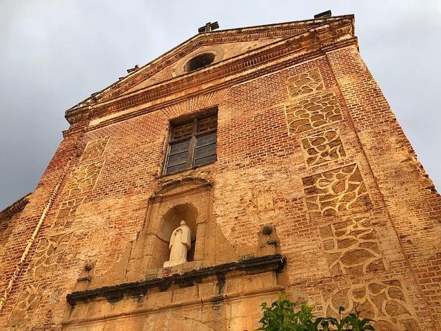 Fachada de la iglesia del Ex Convento de los Carmelitas Descalzos en Liétor (Albacete)