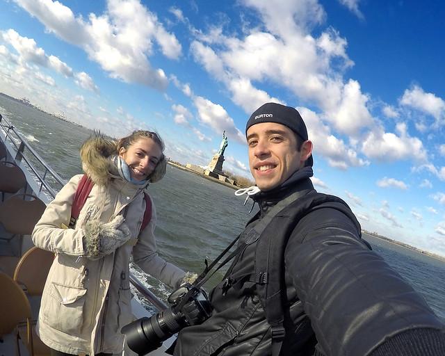 Vistas desde el barco Circle Line por el Hudson con la estatua de la libertad al fondo