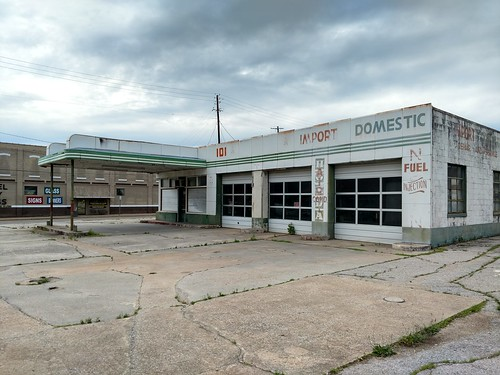 Anniston, Alabama - Old Service Station | by Darrell Harden