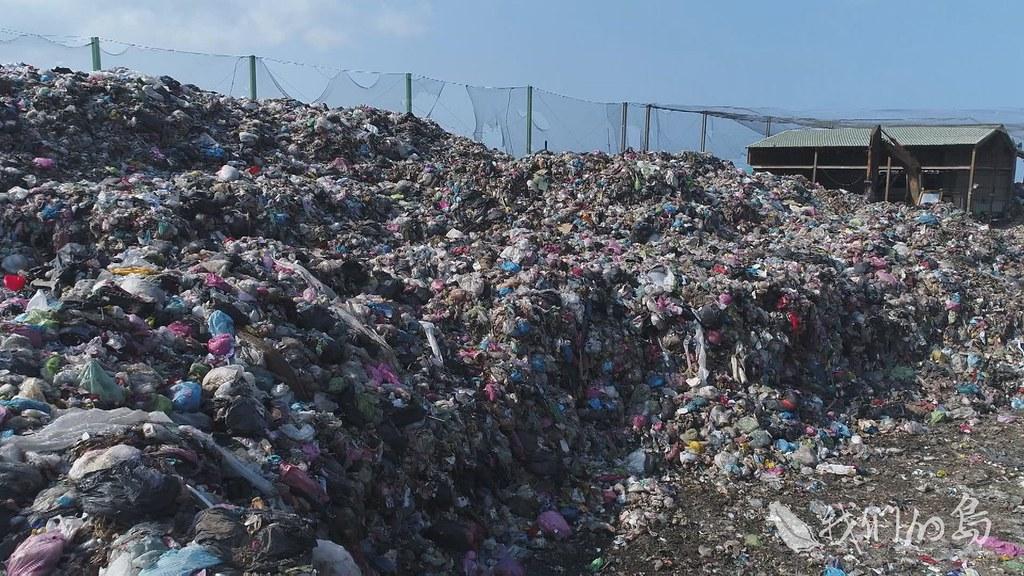 961-1-06s紅羅轉運站的垃圾累積到3600多噸,是因為高雄市中區資源回收場發生火災、影響焚化,停收澎湖垃圾。