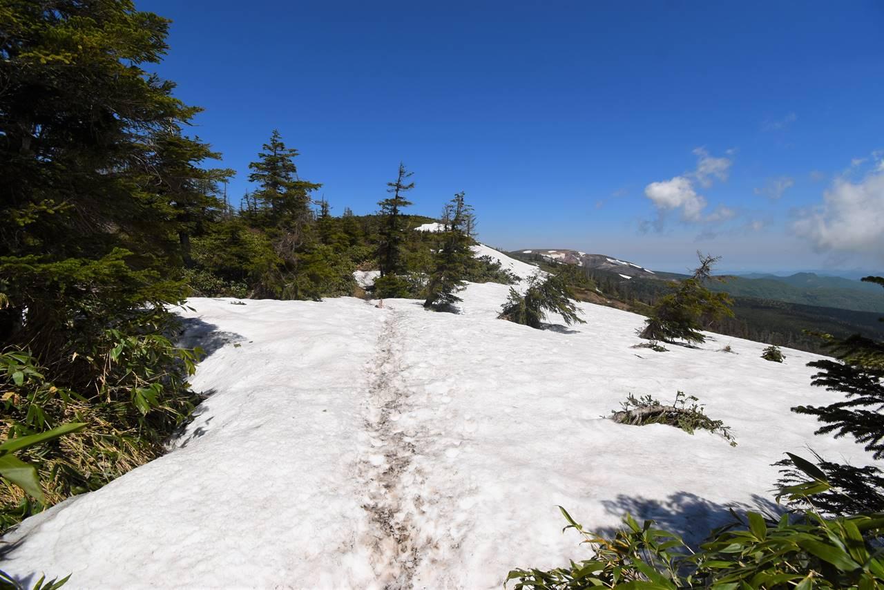 蔵王連峰縦走登山 残雪