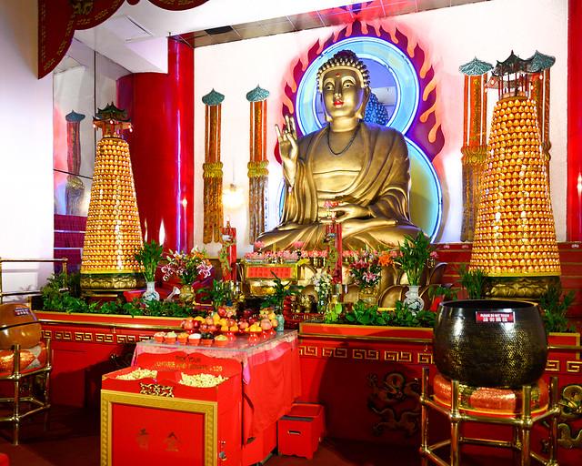 Buda dorado del templo budista Mahayanna de Nueva York