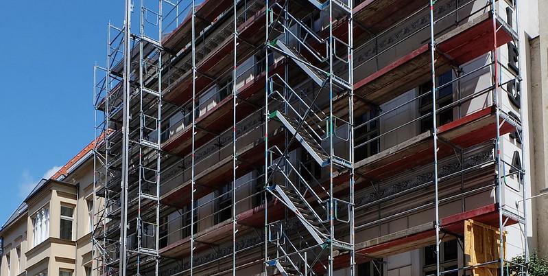 為加快住宅節能翻修速度和屋主的執行意願,歐洲國家開始推動「建築翻修護照」。