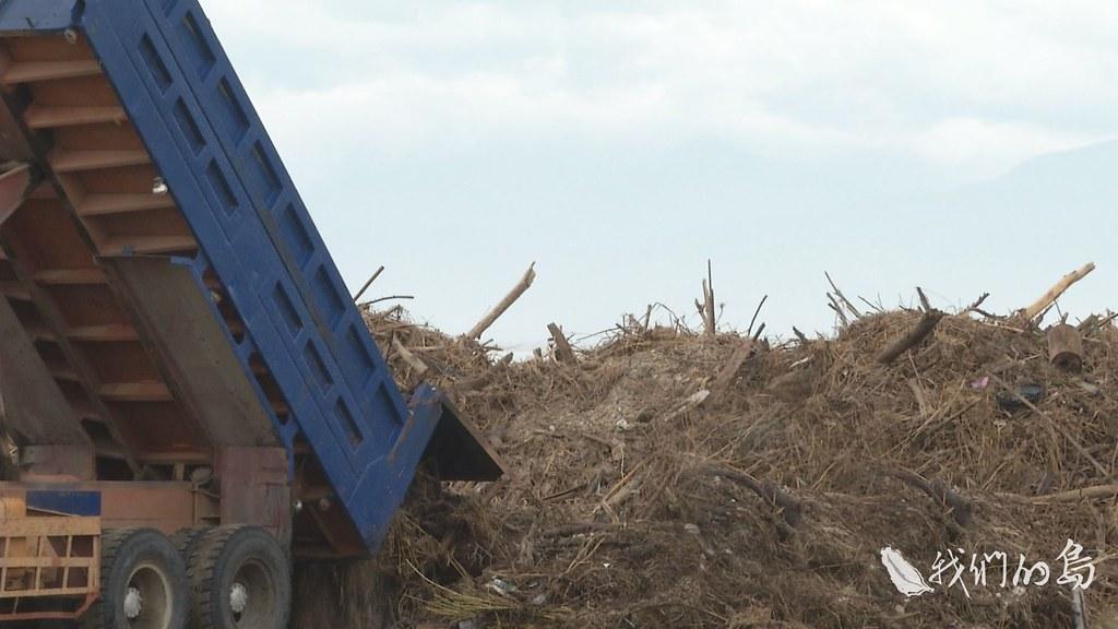 965-1-17s這次大量的海漂垃圾,其中的木質垃圾進入枋寮生質燃料示範場做處理。