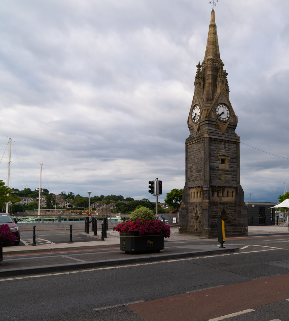 THE FOUNTAIN CLOCK ON WATERFORD QUAYS 001