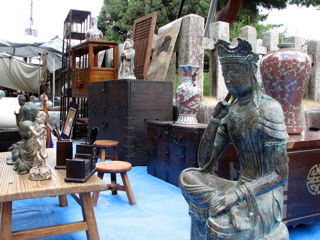 Tenmangu flea market