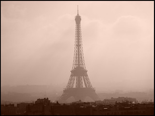Tour Eiffel Through the Paris Fog | by Robin UD