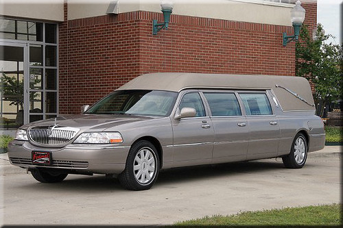 Lincoln Town Car Hearse Manufactured By Federal Coach In F Flickr