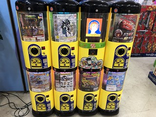 """Gachapon"" Capsule Toy Vending Machines with WeChat, AliPay 