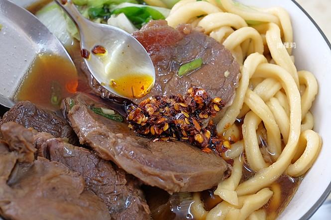 27789387468 e28bc4e493 b - 孫山東家常麵 | 牛肉塊疊成小山高,這間被喻為台中最好吃的牛肉麵你吃過了嗎?