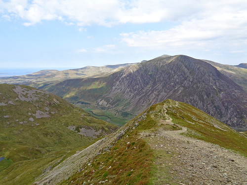 Heading down the Y Garn north-east ridge