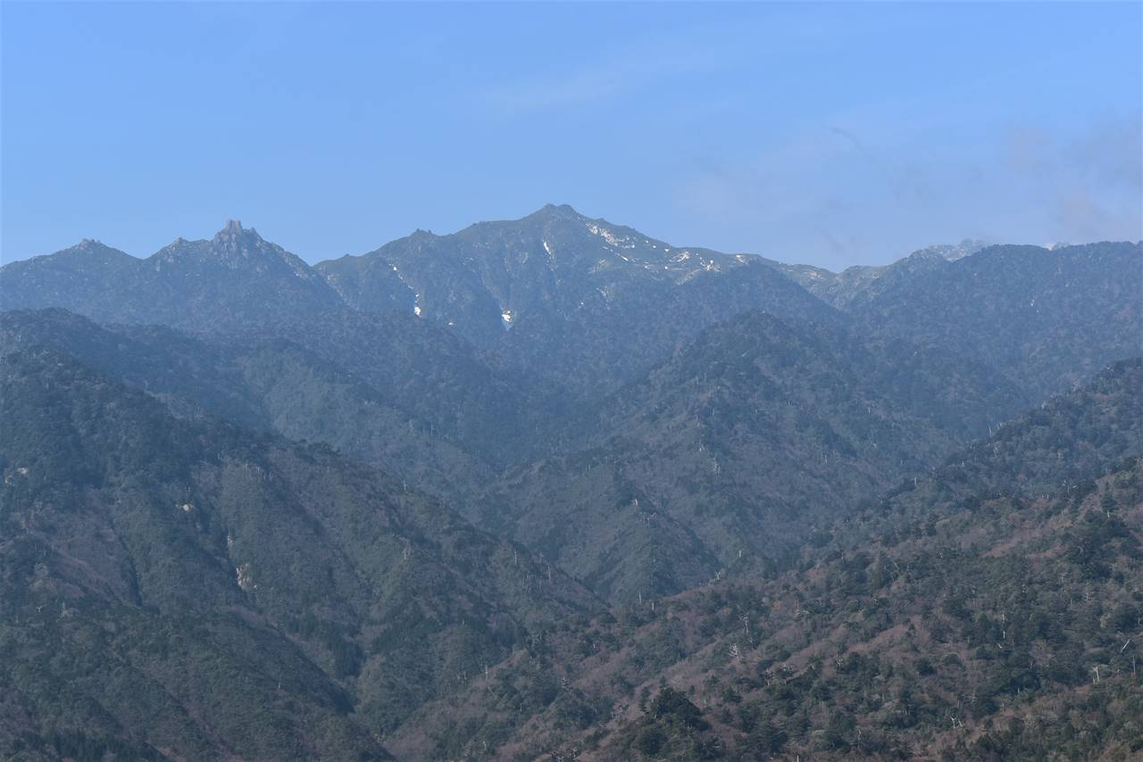 太鼓岩から眺める宮之浦岳