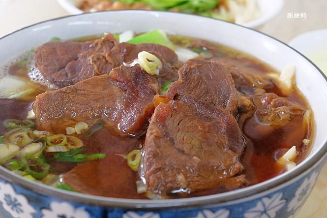 40947161504 94d552db64 b - 孫山東家常麵 | 牛肉塊疊成小山高,這間被喻為台中最好吃的牛肉麵你吃過了嗎?